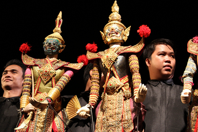 things_to_do_in_bangkok_traditional_puppet_puppeteer