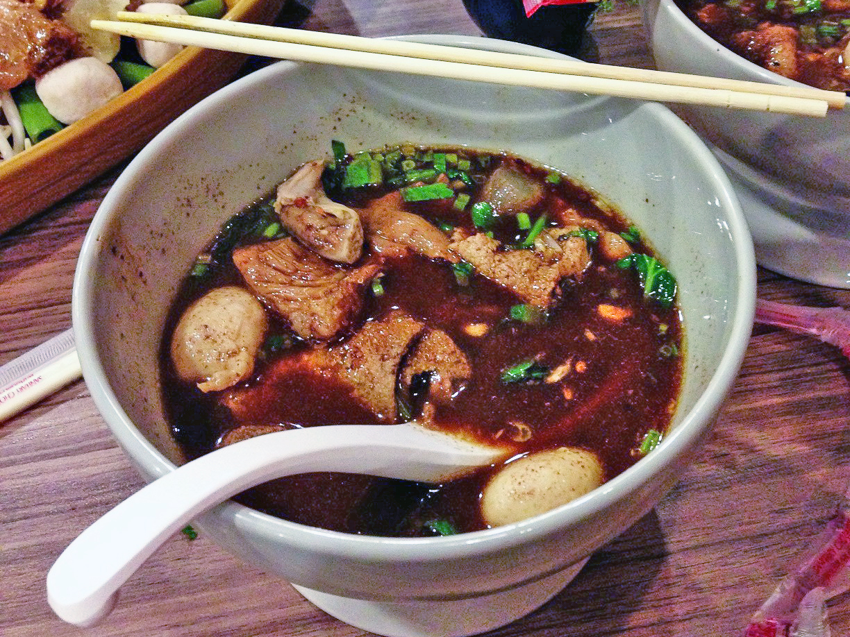 foodie, things to do in bangkok, boat noodle