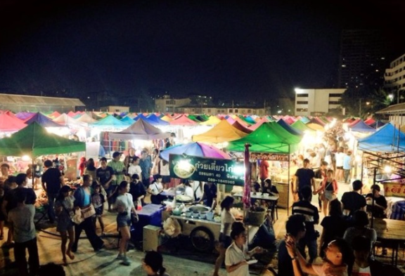 things to do in bangkok, bangkok, night market, train market