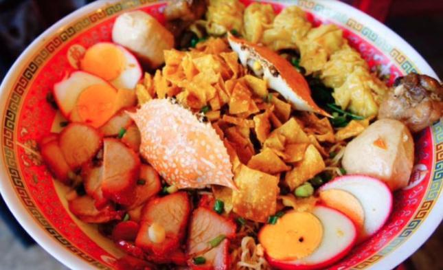 things to do in bangkok, bangkok, train market, giant egg noodle
