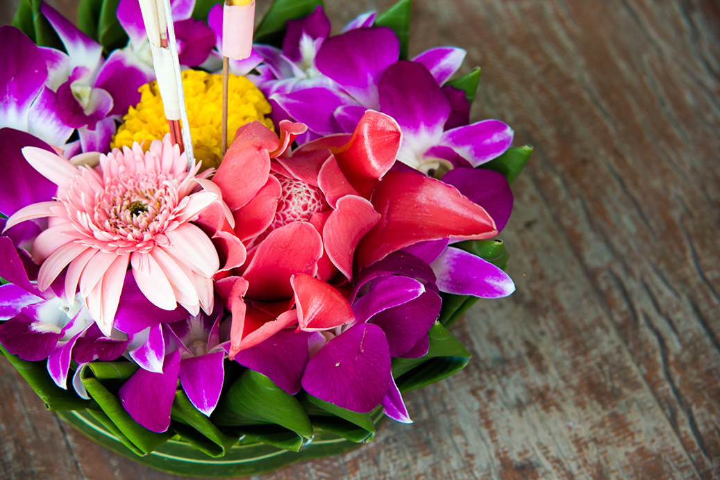 loy krathong, loi krathong, festival of light, thailand, takemetour, local expert