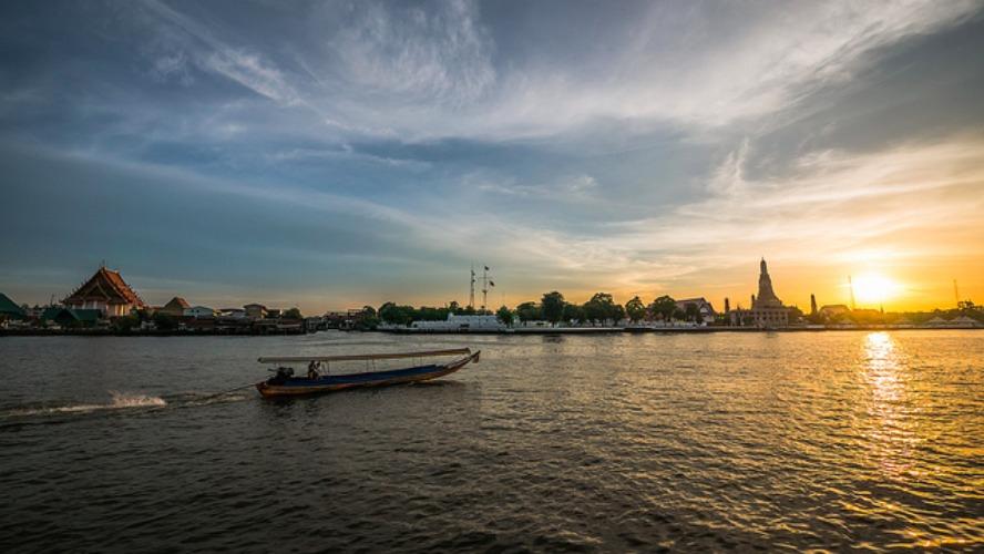 local, day, trip, bangkok, old town, local expert, things to do in Bangkok, loy krathong, boat trip, boat, chao phraya river
