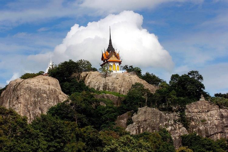 trekking_pray_respects_temple