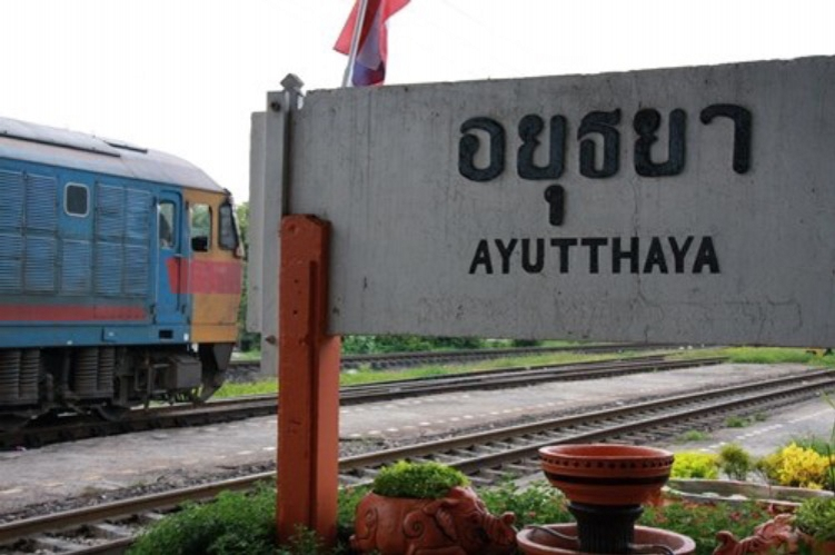 cycling in Thailand_train_ayutthaya