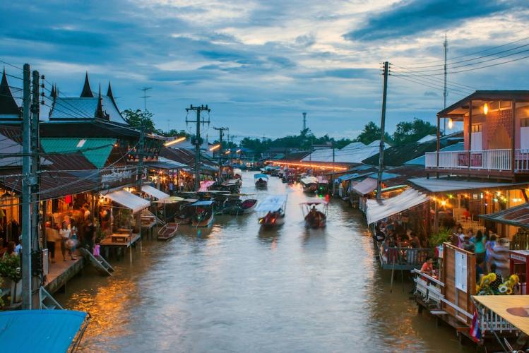 floating market Mae Klong