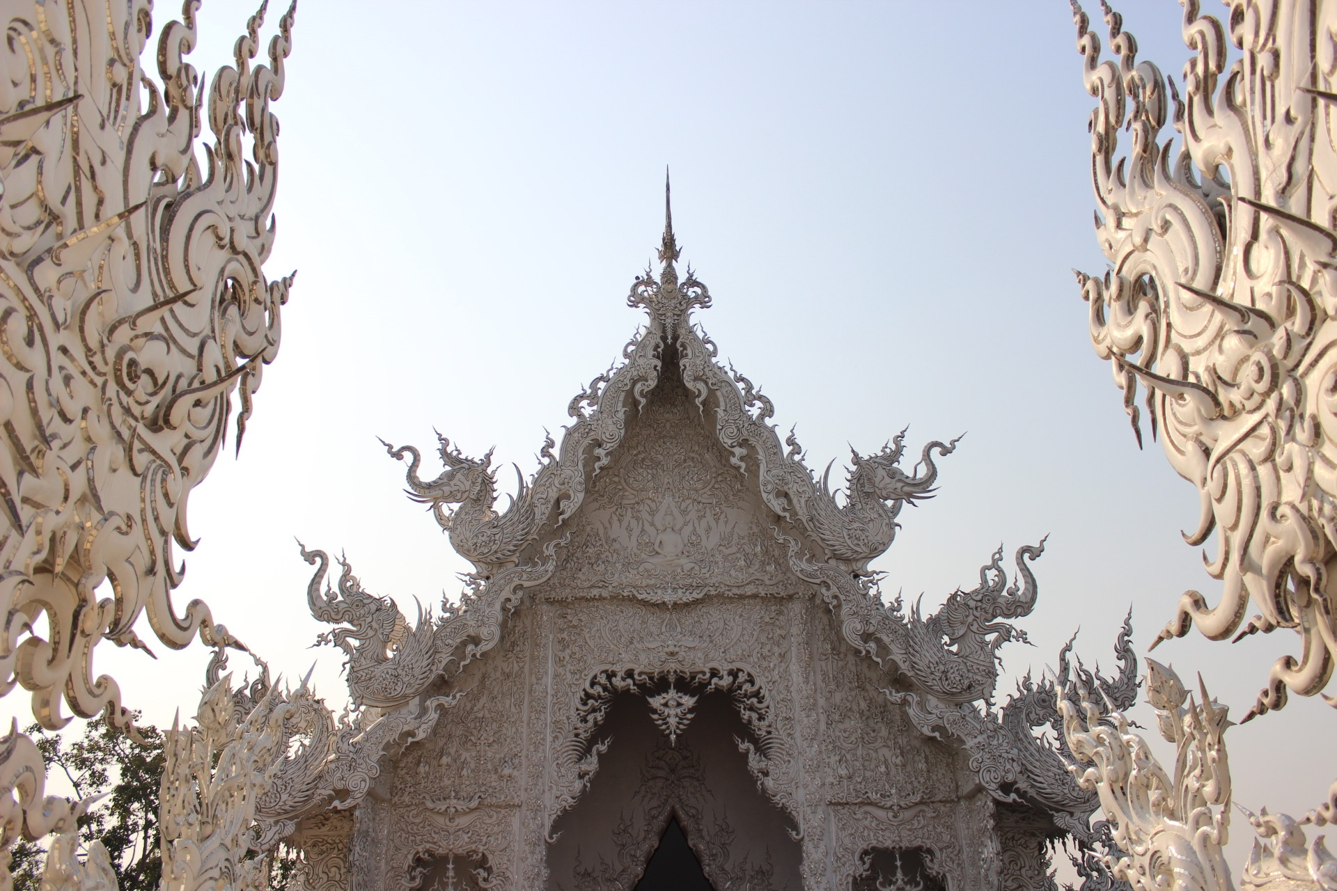 things to do, chiang rai, white temple