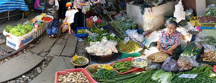 railway market, umbrella market, rom hub market, samut songkram