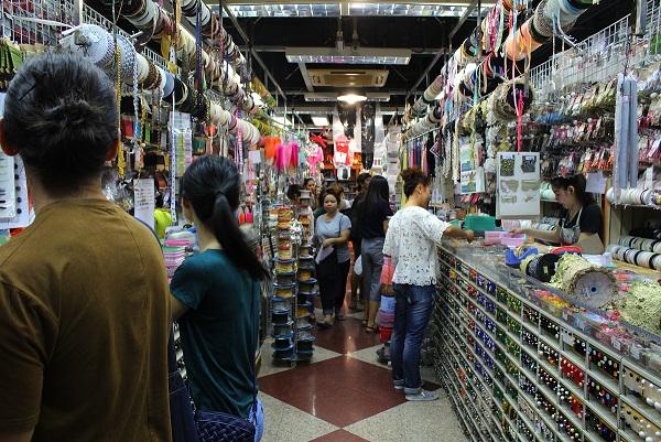 traveling to thailand, shopping, shop, thailand, bangkok, sampeng