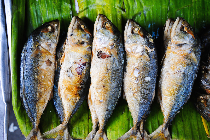 Thai mackerel with sticky rice (Khao Niew Pla Tu)