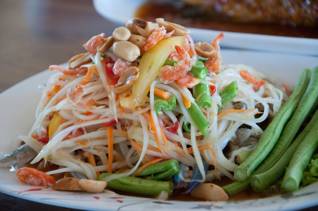 Papaya salad with sticky rice (Khao Niew Som Tum)