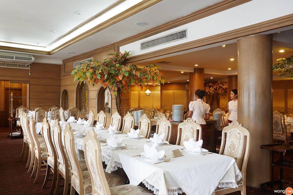 Best Family Dining Restaurant: เมธาวลัย ศรแดง (Methavalai Sorndaeng Restaurant)