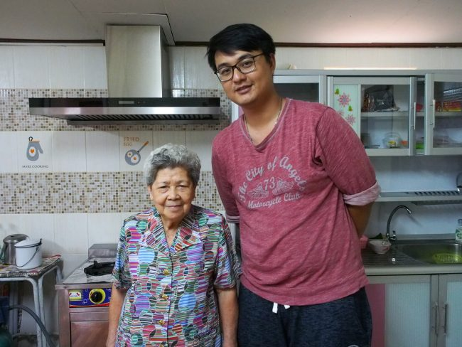 Meet the Local Expert Khun Maitree and Amah in their new kitchen