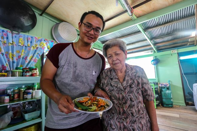 Meet the Local Expert Khun Maitree and Amah with their home-cooked Pad Thai