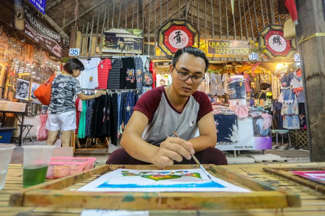 Meet the Local Expert Khun Maitree at Khlong Lat Mayom Floating Market