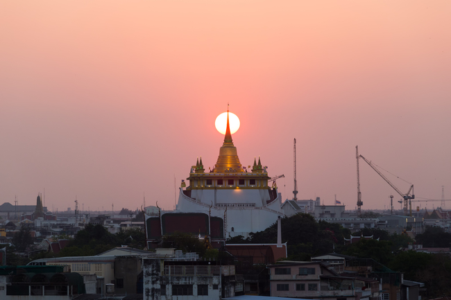 Romantic Places in Thailand for Honeymoon and Couples Romantic sunset meets the glorious gold of Golden Mount in Bangkok