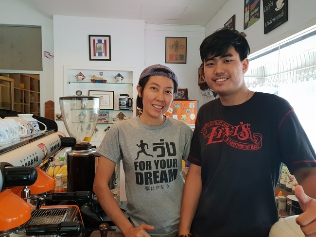 Meet the Local Expert Khun Nueng and Mei