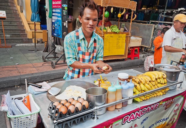 What to eat in Bangkok: Crispy Roti with plethora of fillings