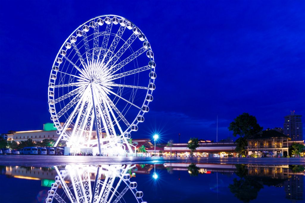 Take off at Saphan Taksin Station, and come to Asiatique by Asiatique's free sevice boat.
