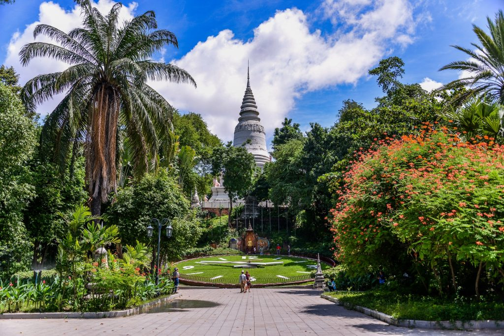 Wat Phnom, Phnom Penh, trees, walk, roundabout, best places to visit in Cambdia