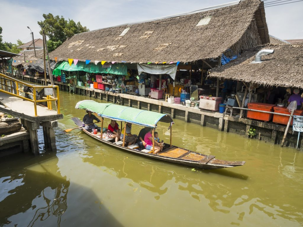 One day in Bangkok at Klong Lat Mayom Floating Market and absorb the local atmosphere