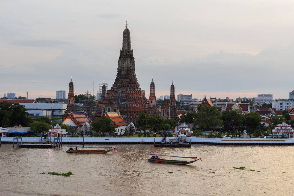 Even if you have one day in Bangkok, come to spend your time at Wat Arun