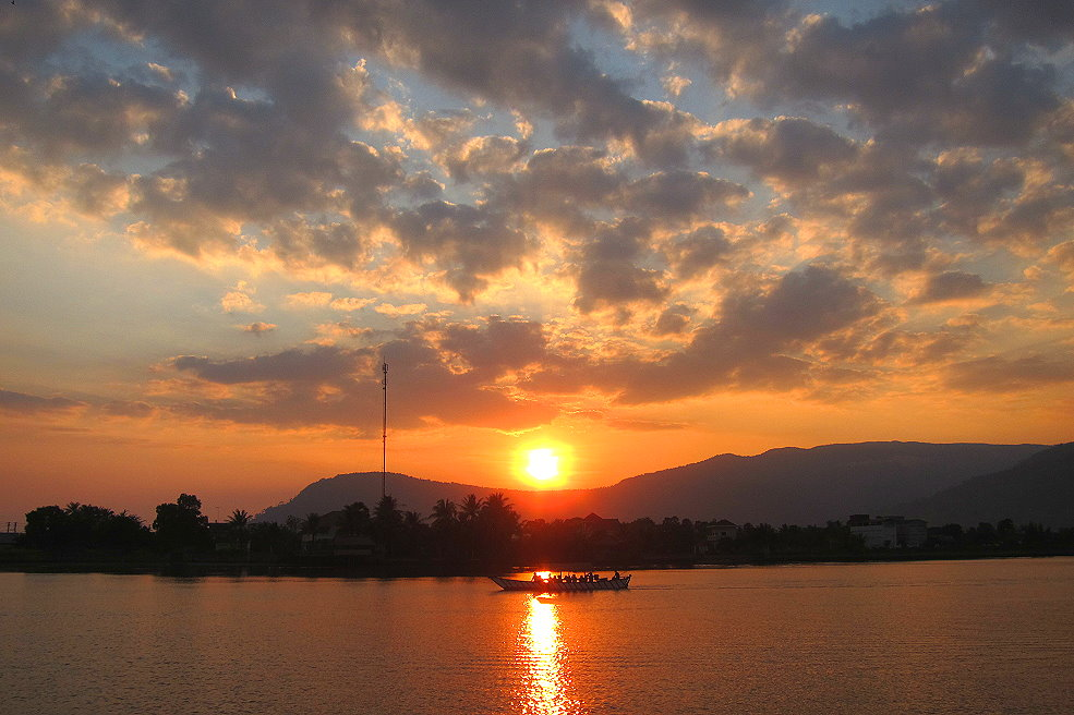 Kampot river sunset, things to do in Kampot