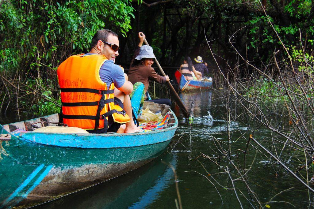Kompong Phluk floating village, mangrove forest, paddle boat
