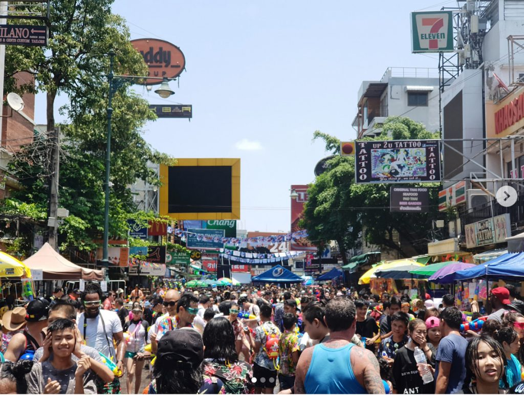 This image has an empty alt attribute; its file name is khaosan-road-songkran-bangkok-1024x772.jpg