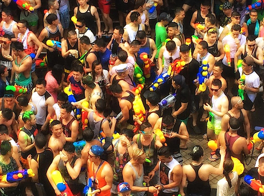 This image has an empty alt attribute; its file name is songkran-silom-1024x762.jpg